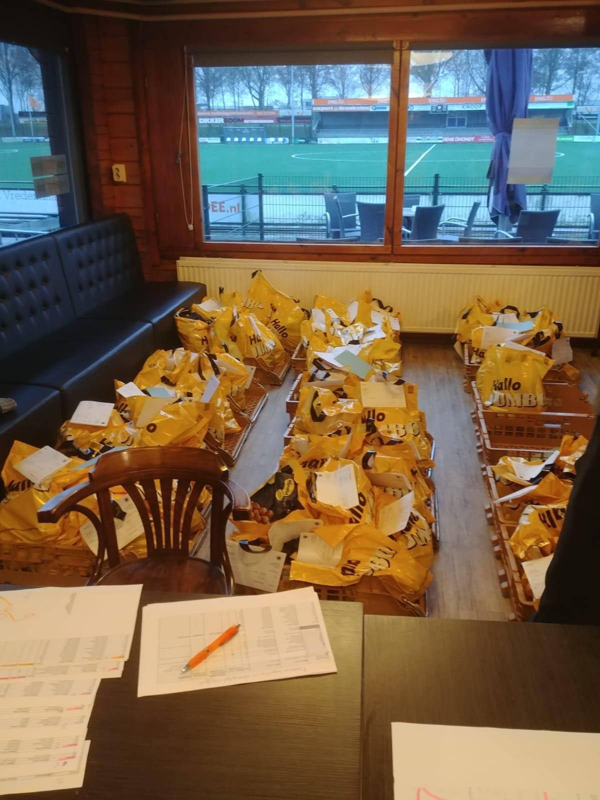 Oliebollen verkoop door jeugd FC Breukelen start weer.
